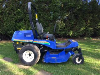 ISEKI SZ330 YEAR 2012 ZERO TURN MOWER 130 HOURS!!!