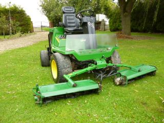 SOLD!!! JOHN DEERE 900 TRIPLE MOWER