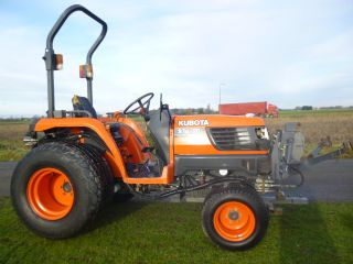 KUBOTA STA30 COMPACT TRACTOR FRONT LINKAGE