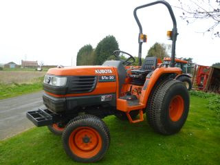 SOLD!!! KUBOTA STA 30 COMPACT TRACTOR TURF TYRES