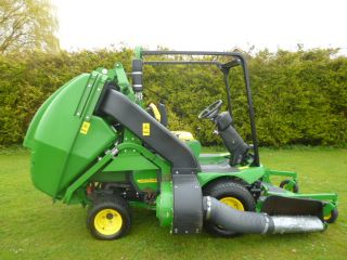 SOLD!!! JOHN DEERE 1545 SIDE DISCHARGE HIGH TIP CO