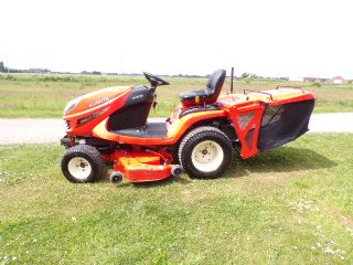 KUBOTA GR2100 II RIDE ON MOWER WITH LOW COLLECTOR