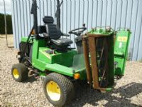 SOLD!!!JOHN DEERE 900 RIDE ON LAWN MOWER TRIPLE