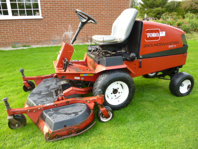 SOLD!!! TORO 228 DIESEL RIDE ON 5FT OUTFRONT MOWER