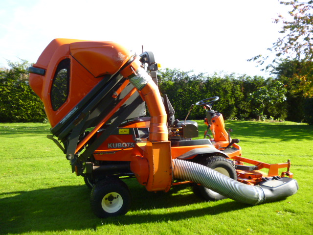 SOLD!!! KUBOTA F2880 OUTFRONT COLLECTOR MOWER