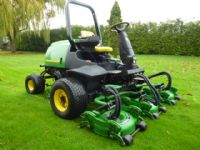 sold ! JOHN DEERE 3245C 5 ROTARY FAIRWAY MOWER