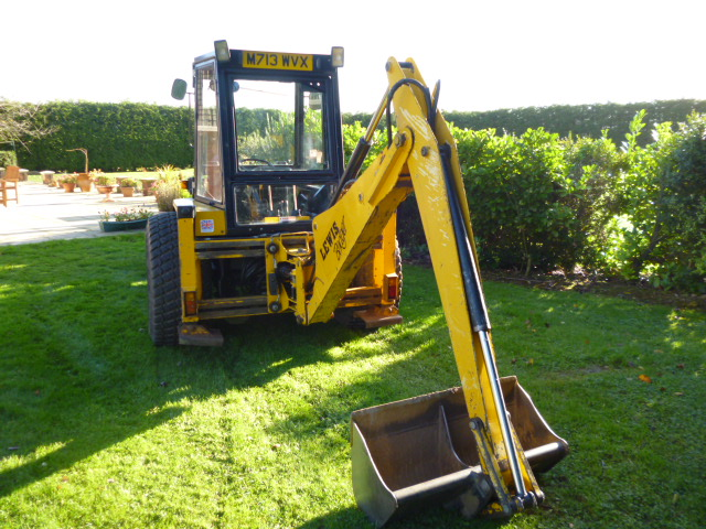 SOLD!!! LEWIS BADGER LOADER BACKHOE COMPACT TRACTO