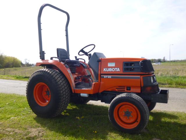 sold ! KUBOTA ST30 COMPACT TRACTOR 4X4
