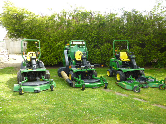 JOHN DEERE F1445 OUTFRONT MOWER