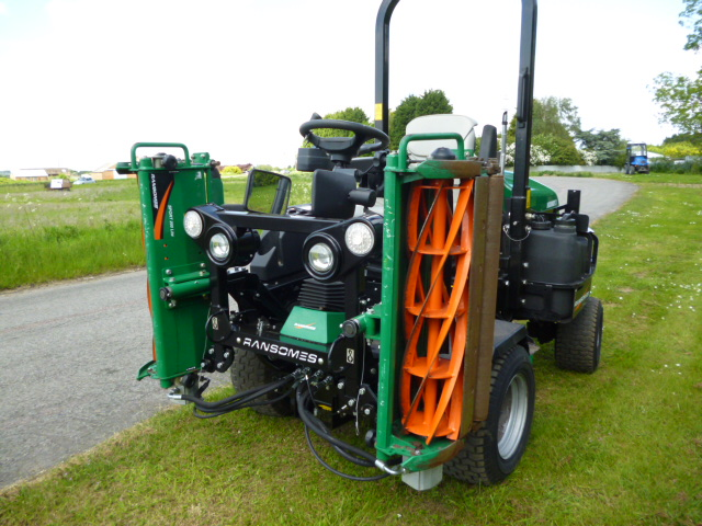 sold ! ransomes 3 triple gang ride on mover