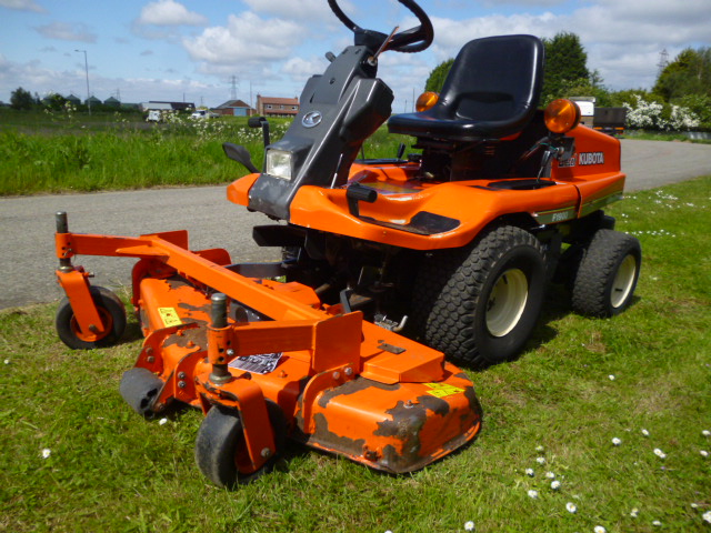 SOLD ! KUBOTA F1900 4X4 OUTFRONT MOWER