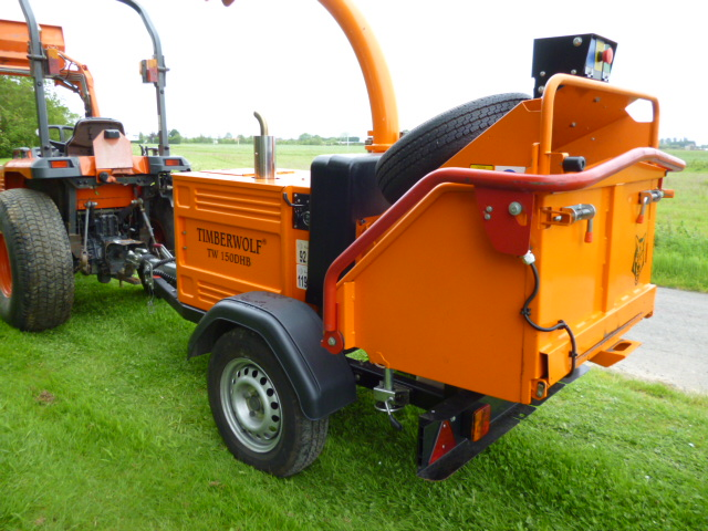 TIMBERWOLF CHIPPER ONLY 180 HOURS MINT !!