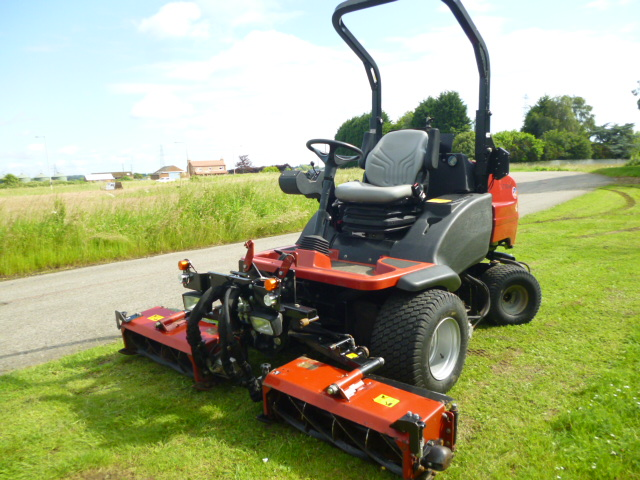 SOLD!!! TORO HAYTER LT3340 TRIPLE MOWER