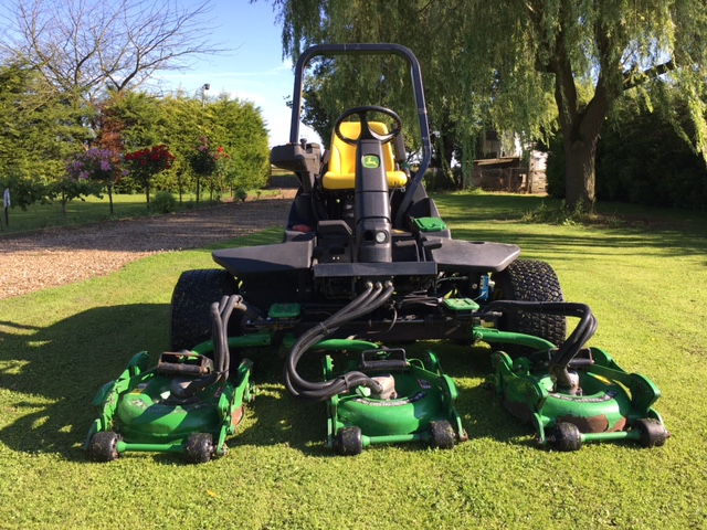 sold ! JOHN DEERE 3245C 5 ROTARY MOWER