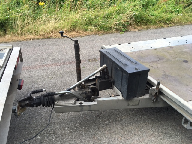 sold BATESON TRIPLE AXLE TILT BED TRAILER
