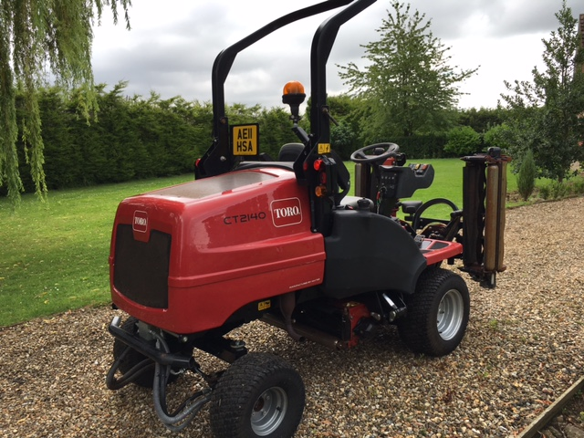 SOLD!!! TORO HAYTER CT 2140 TRIPLE MOWER