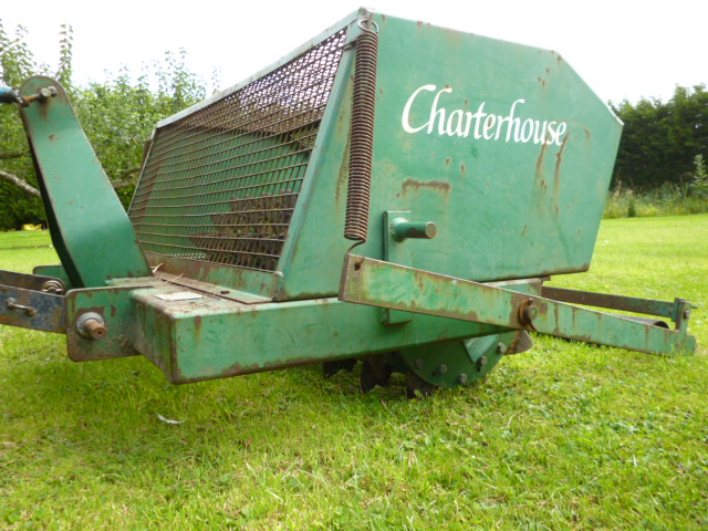 SOLD!!! CHATER HOUSE SLITTER FINE TURF TRACTOR