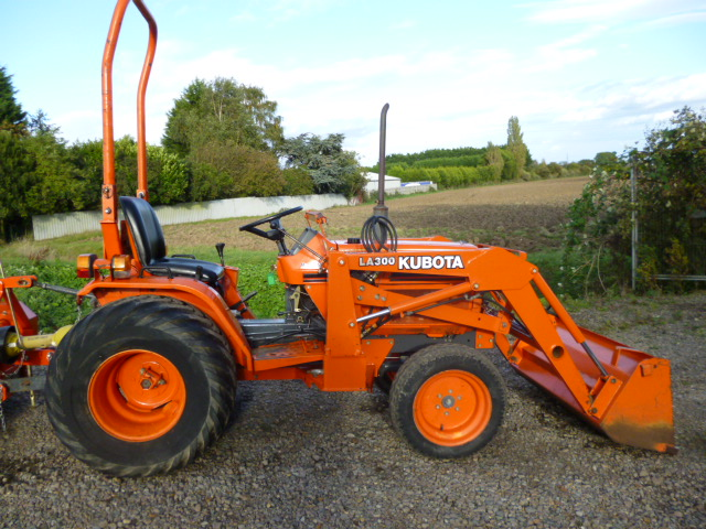 SOLD!!! KUBOTA TRAILER FOR COMPACT TRACTOR
