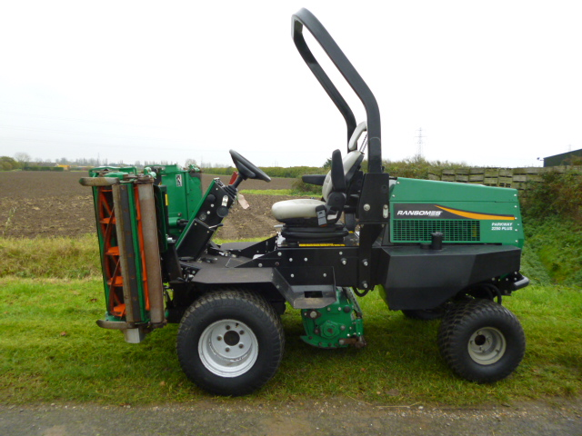 SOLD!!! RANSOMES PARKWAY+ 2250 MOWER 4X4