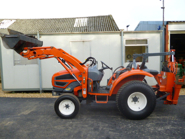 SOLD!!! KIOTI CK25 COMPACT TRACTOR WITH LOADER BAC