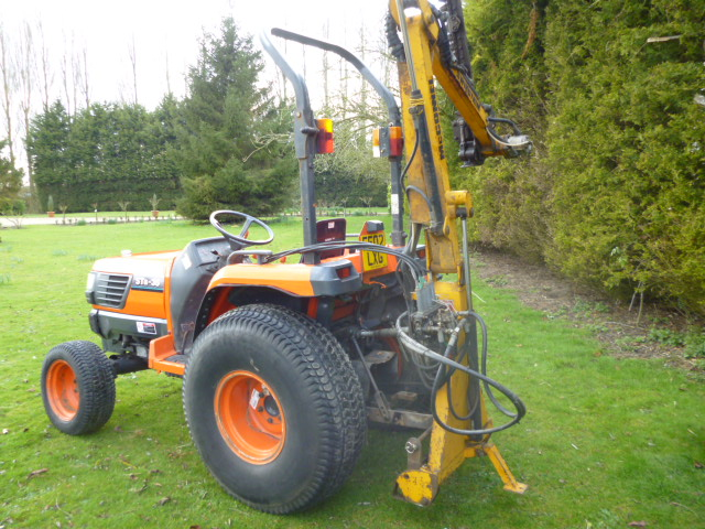 SOLD!!! McCONNEL SWING TRIM HEDGE CUTTER COMPACT