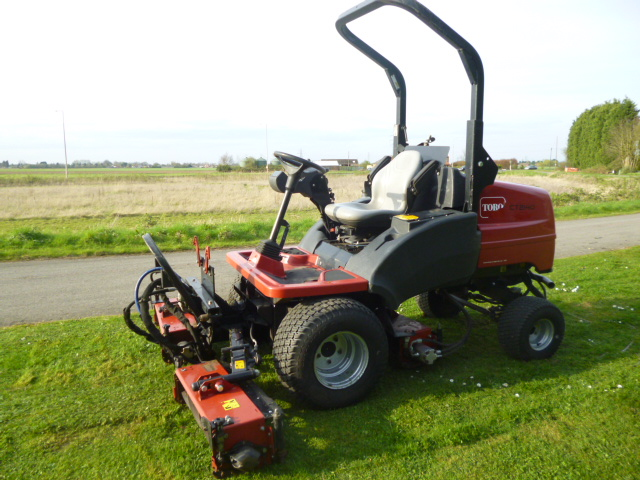 SOLD!!! TORO TRIPLE LT2140 RIDE ON MOWER