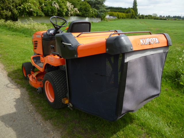 SOLD!!! KUBOTA G23 TRACTOR MOWER LOW DUMP