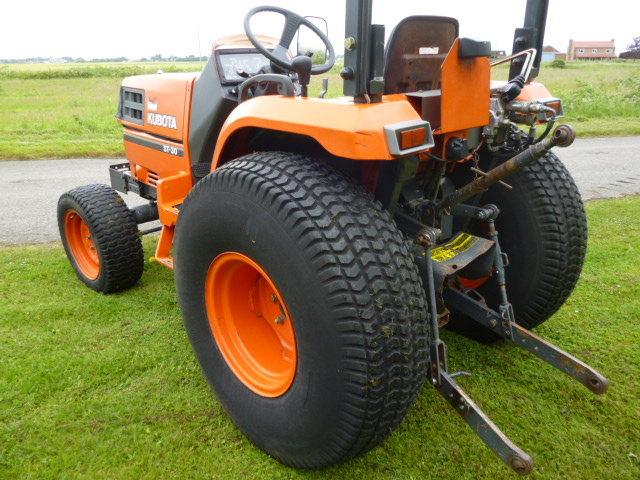 SOLD!!! KUBOTA ST30 COMPACT TRACTOR 4X4 30HP