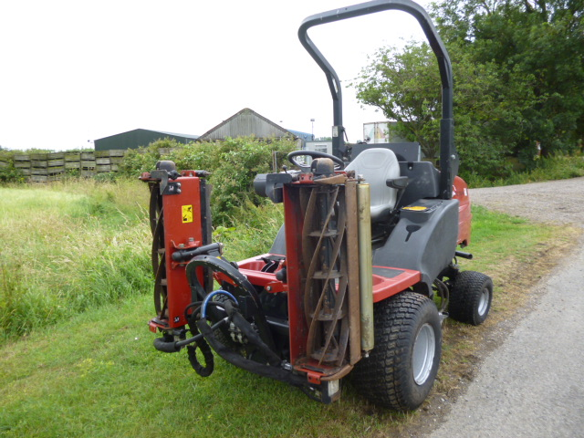 SOLD!!! TORO HAYTER CT2140 TRIPLE MOWER