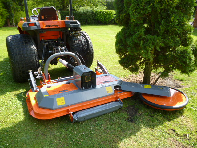 MATENG FINISHING MOWER WITH HYDRAULIC OFFSET