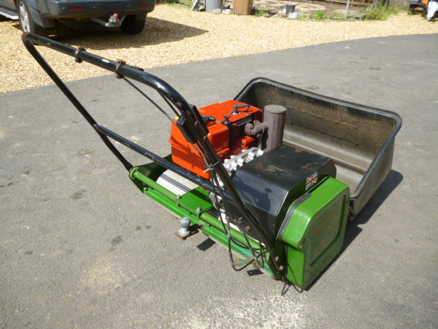 DENNIS 36 WALK MOWER PETROL COLLECTOR