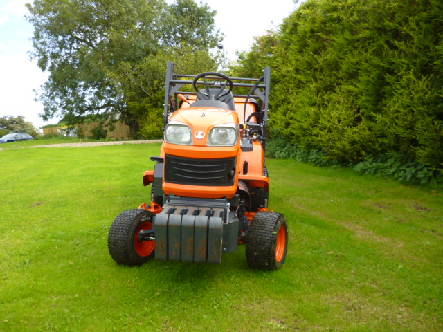 SOLD!!! KUBOTA G23 LAWN TRACTOR HIGH TIP COLLECTOR