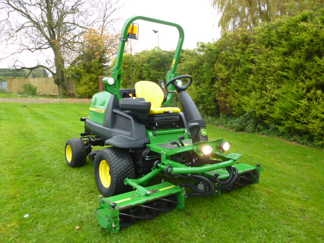 SOLD!!! JOHN DEERE 8400 TRIPLE REEL MOWER 4X4 DIES