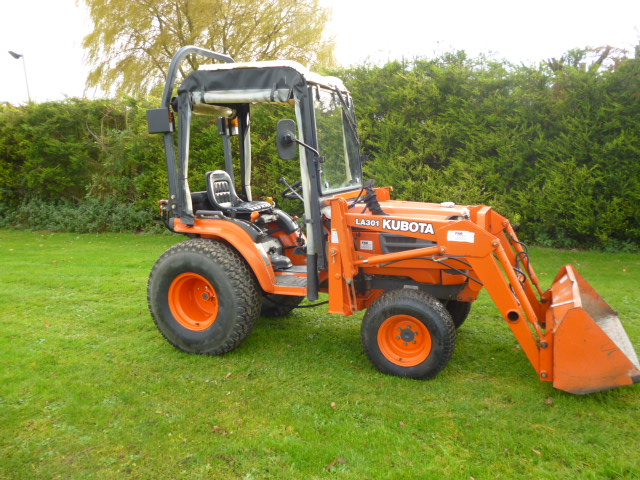 SOLD!!! KUBOTA B2400 COMPACT TRACTOR WITH FRONT LO