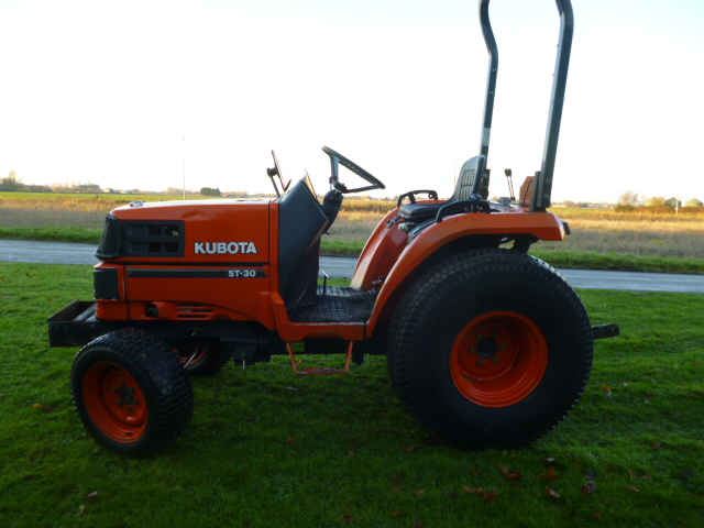 SOLD!!! KUBOTA ST30 COMPACT TRACTOR