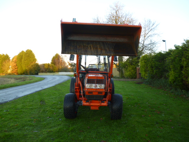 SOLD!!! KUBOTA L4200 COMPACT TRACTOR WITH FRONT LO