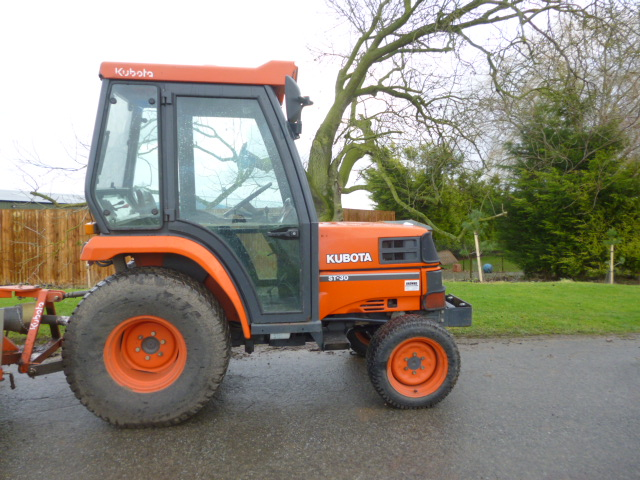 SOLD!!! KUBOTA ST30 COMPACT TRACTOR WITH CAB 4X4 T