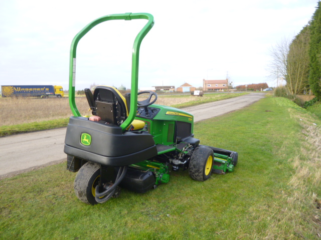 SOLD!!! JOHN DEERE 2653B PRECISION CUT REEL MOWER