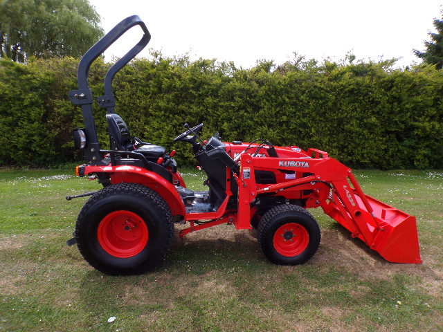 SOLD!!! KUBOTA B2530 COMPACT TRACTOR FRONT LOADER