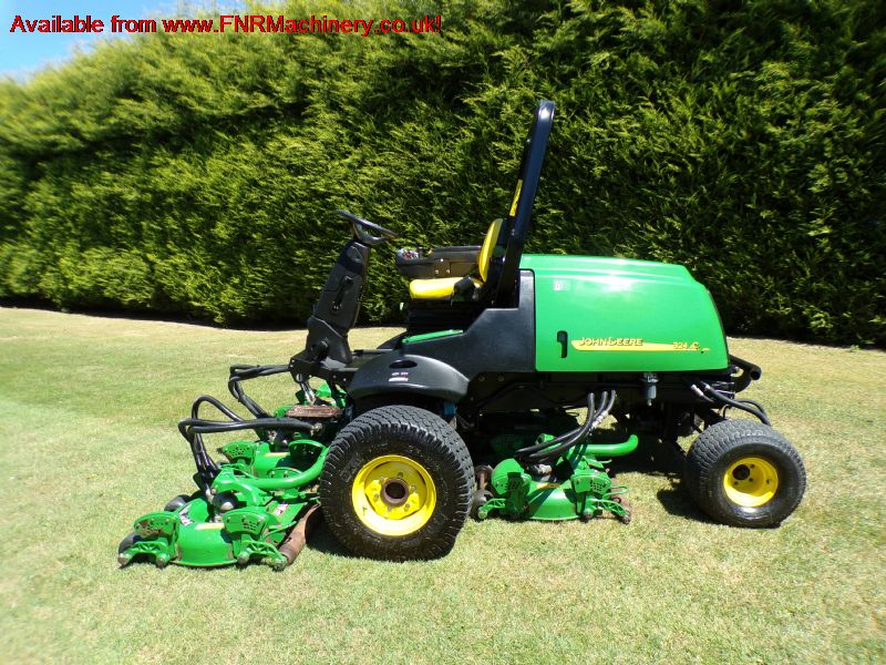 JOHN DEERE 3245C ROTARY RIDE ON MOWER semi rough
