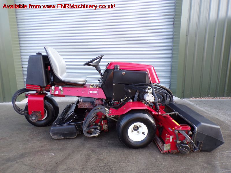 TORO 2000D REELMASTER TRIPLE MOWER WITH COLLECTOR