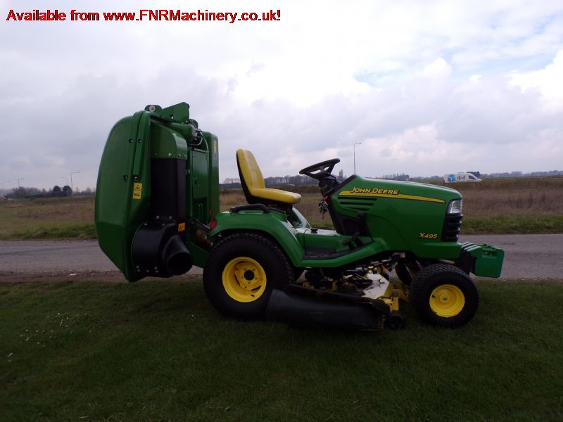 JOHN DEERE X495 SUB COMPACT TRACTOR & COLLECTOR