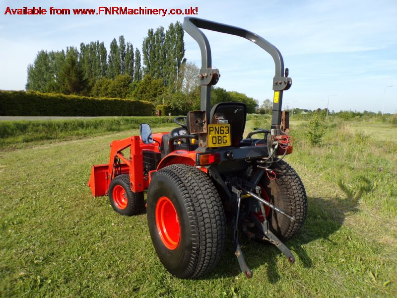 KUBOTA B3030 COMPACT TRACTOR AND LOADER