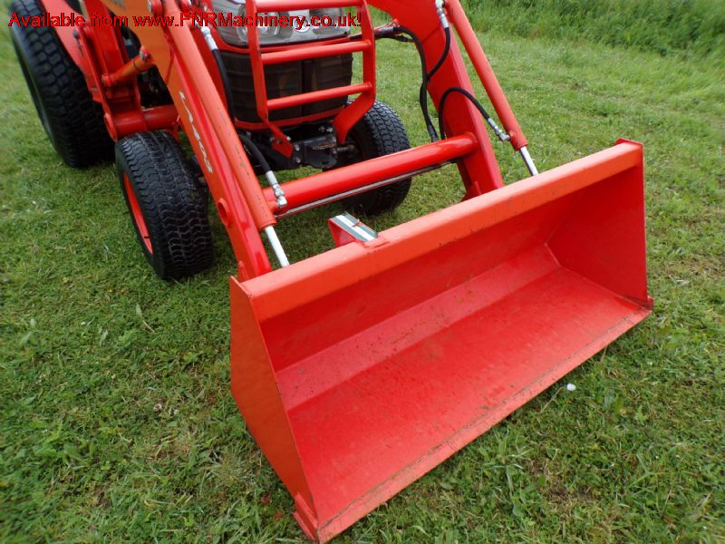 sold ! KUBOTA B3030 COMPACT TRACTOR AND LOADER HST