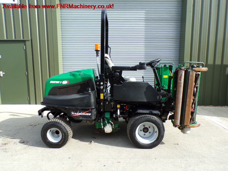 RANSOMES HIGHWAY 3 TRIPLE GANG RIDE ON MOWER 2011