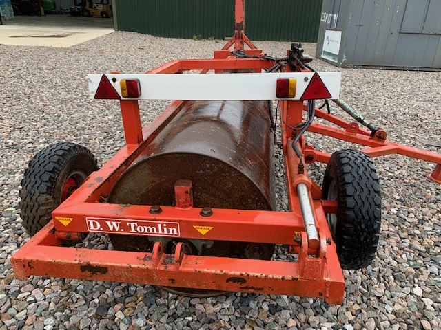 sold TOMLIN 8FT HYDRAULIC ROLLER TOW ON ROAD