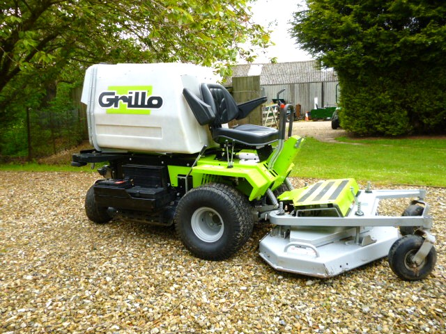 SOLD!!! GRILLO FD 300D RIDE ON MOWER  WITH 2 DECKS