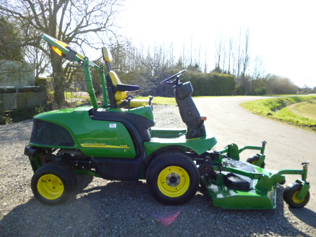 SOLD!!! JOHN DEERE 1445 5FT OUT FRONT LAWN MOWER