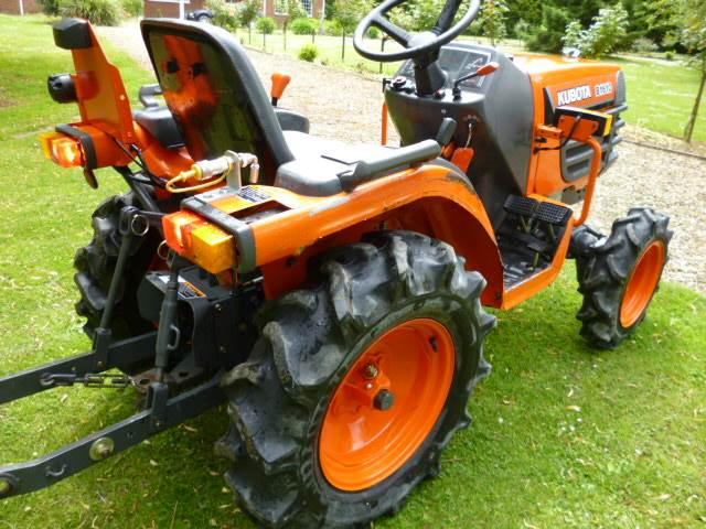 Kubota B7200 Tractor Seat : Kubota b compact tractor diesel only hours pto