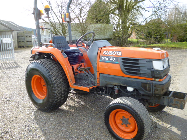 Small Tractors With Pto : Kubota sta compact tractor ex council hp